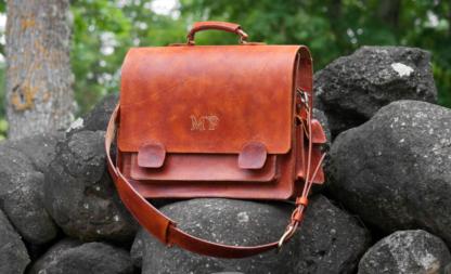 Leather briefcase in medium brown