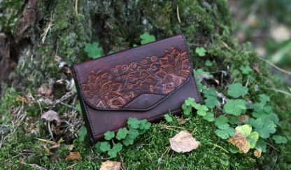 Leather purse in mahogany