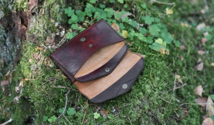 Leather purse in mahogany, inside