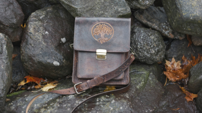 Shoulder bag with an apple tree