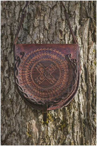 Round shaped shoulder bag in mahogany
