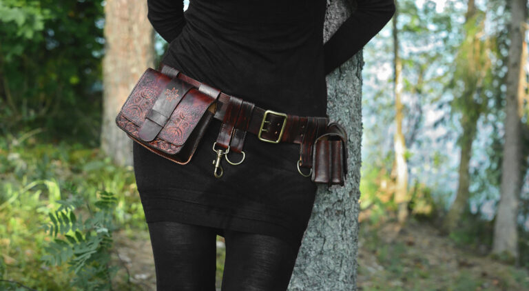 This belt bag in the set has one large and two narrow pockets.