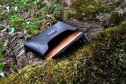 Leather belt set with magnet lock bag in black.