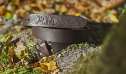 Leather belt with waffle pattern, dark brown