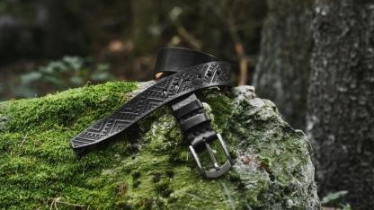Carved leather belt in black
