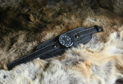 Leather watch strap with underlying in black