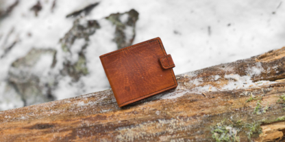 Leather card wallet with six pockets