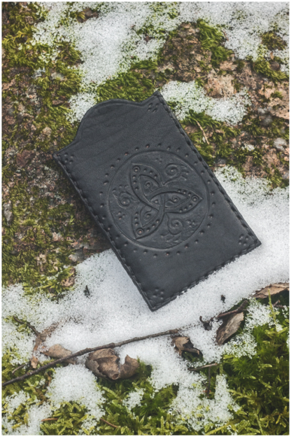 Card pocket with triquetra
