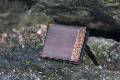 Card wallet with small carvings