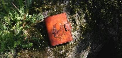 Leathert wallet with swan image