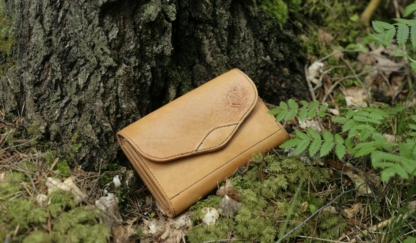Large women's leather wallet. Oiled finish.