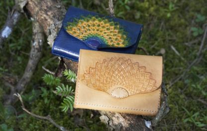 Classic wallets for women, made out of vegetable tanned leather